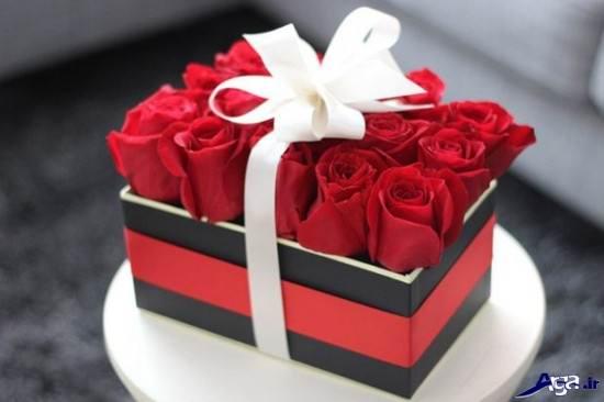 گل رز قرمز در جعبه