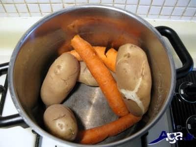 سیب زمینی و هویج آب پز