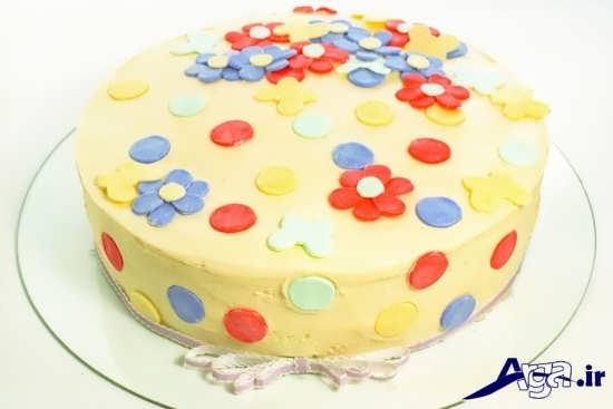 تزیین کیک اسفنجی با خمیر فوندانت