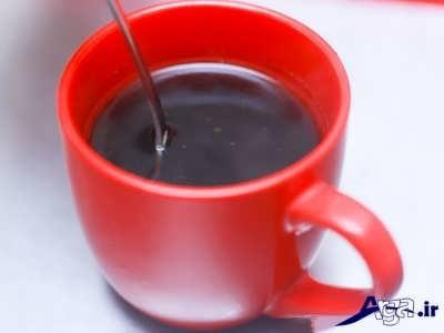 حل کردن قهوه در درون آب جوش
