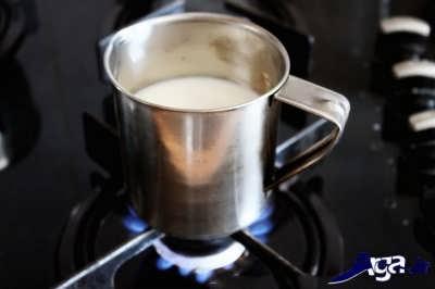 جوشیدن شیر و خامه