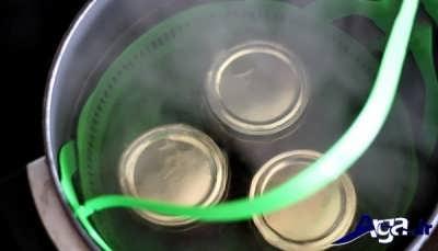 استریل کردن شیشه های ترشی آلبالو