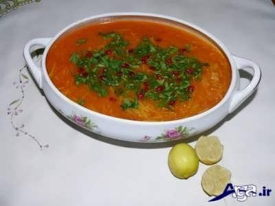 تزیین سوپ رشته با زرشک و جعفری ساطوری