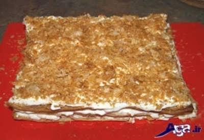 پوشاندن سطح شیرینی ناپلئونی با کمک خرده خمیر برشته شده