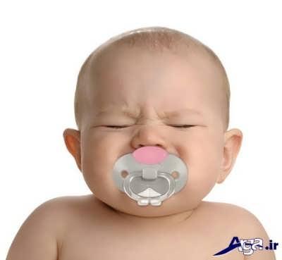 آرم ساختن نوزاد با کمک پستانک