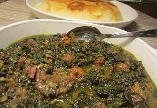 طرز تهیه خورش آلو اسفناج به همراه نکات طلایی برای پخت بهتر