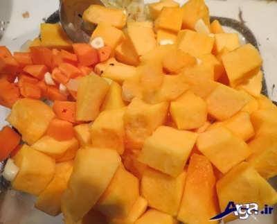 تفت دادن پیاز و هویج و کدو حلوایی