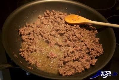 سرخ کردن گوشت چرخ کرده