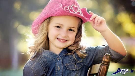 ژست زیبای لبخند کودکانه