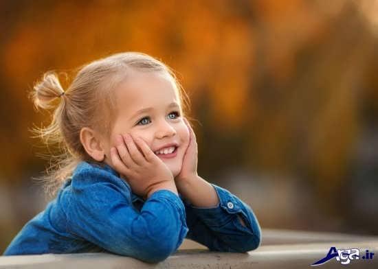 لبخند زیبای دختر بچه