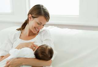 شیر خوردن نوزاد