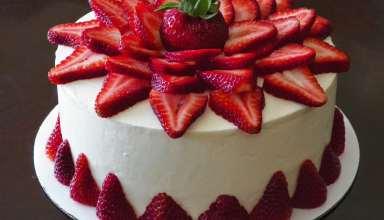 طرز تهیه کیک توت فرنگی ساده و خوشمزه