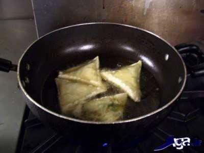 طرز تهیه سمبوسه پیتزایی خوشمزه و لذیذ