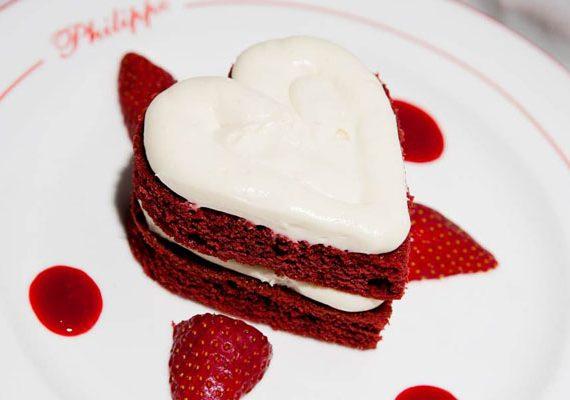 طرز تهیه کیک مخملی مخصوص ولنتاین