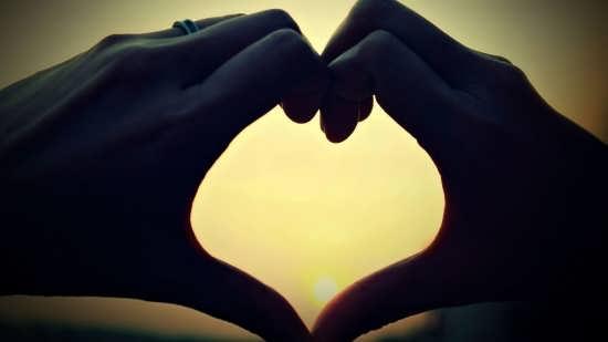 عکس قلب های زیبا و رمانتیک با دست