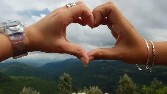 عکس های زیبای قلب با دست برای پروفایل