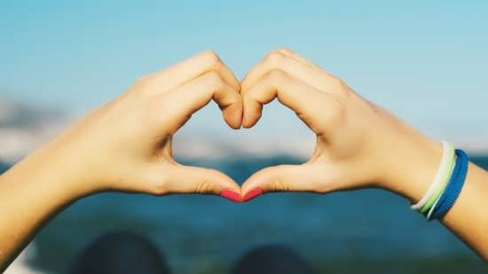 زیباترین عکس های قلب با دست