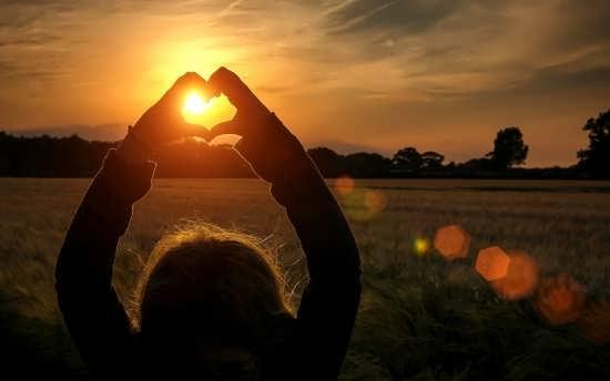 زیباترین تصاویر قلب با دست