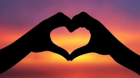 تصاویر قلب های زیبا با دست