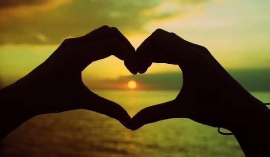 مجموعه عکس های زیبای قلب با دست