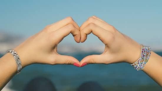 زیباترین عکس قلب با دست