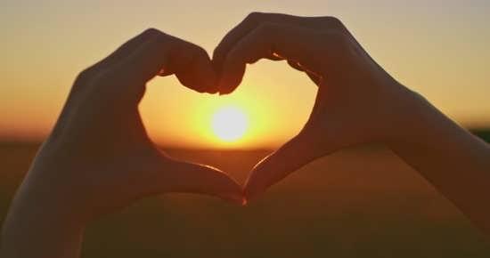 زیباترین و جذاب ترین عکس قلب با دست