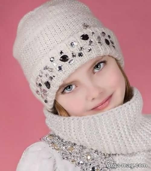 مدلی زیبا از شال و کلاه دخترونه