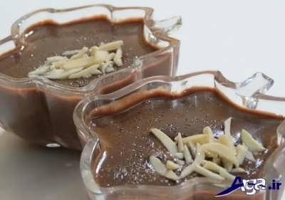 تزیین فرنی شکلاتی با خلال بادام