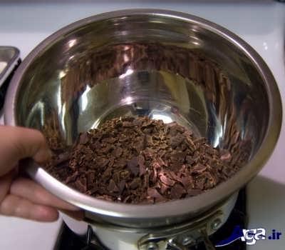 ذوب کردن شکلات به روش بن ماری