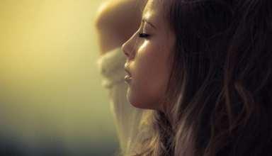 عکس دختر غمگین و تنها برای پروفایل