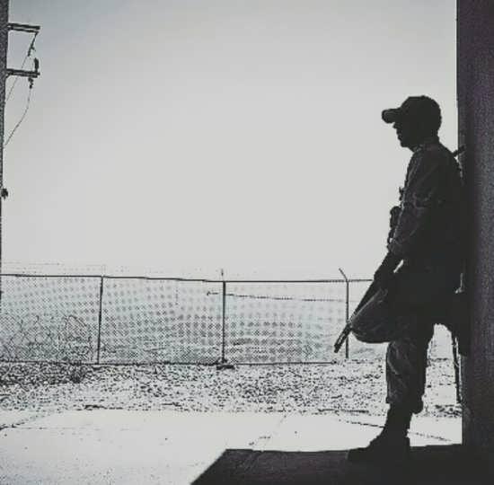 عکس غمگین سربازی