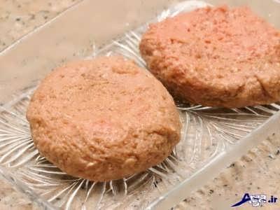 قالب بندی کردن همبرگر مرغ