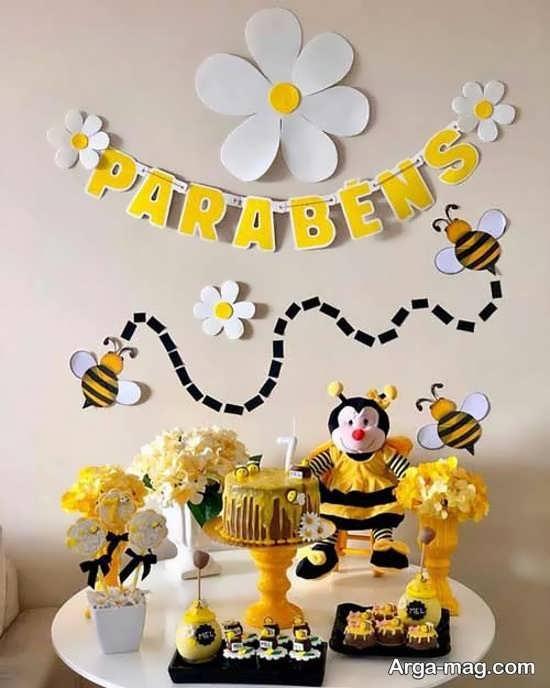 تزیین تولد زنبوری جدید