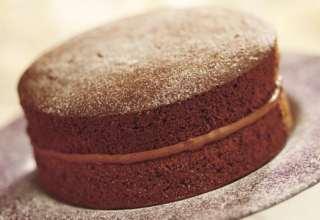 طرز تهیه کیک اسفنجی شکلاتی در خانه