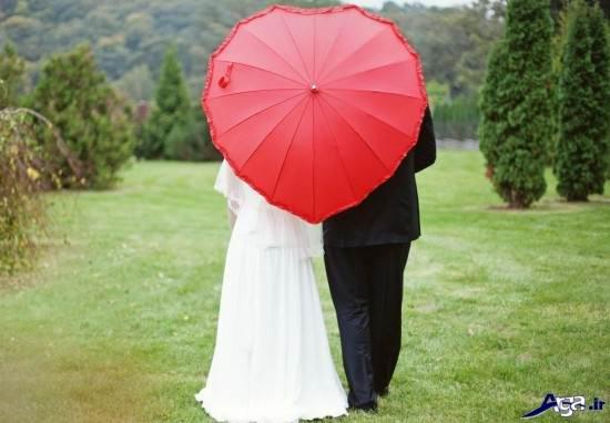 ژست عاشقانه عروس و داماد در باغ