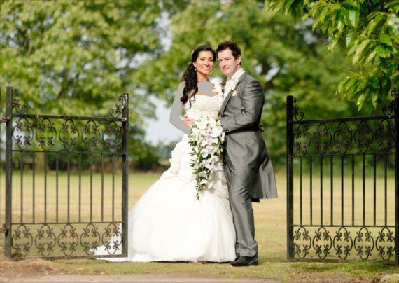 عکس عروس و داماد در باغ