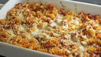 طرز تهیه ماکارونی با پنیر پیتزا در منزل