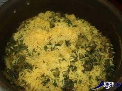 مخلوط کردن برنج با کلم و سبزی