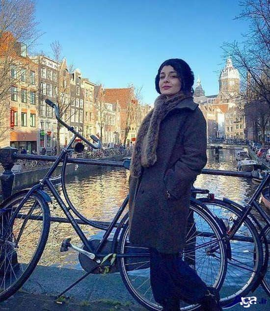 عکس ساره بیات در هلند