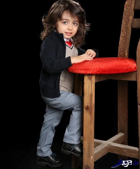 ژست برای عکس کودک پسر