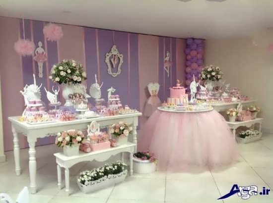 تزیین میز گرد کنار سالن تم تولد دخترانه جدید و جالب برای گروه های سنی مختلف