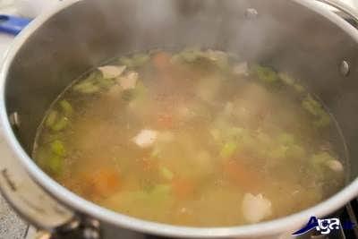 طرز تهیه سوپ پای مرغ با سبزیجات