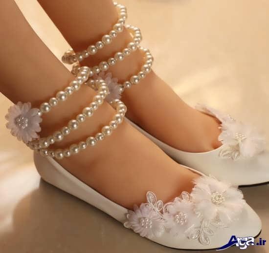 تزیین کفش سفید با مروارید