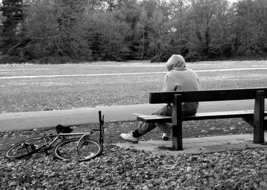 عکس پسر تنها و عاشق