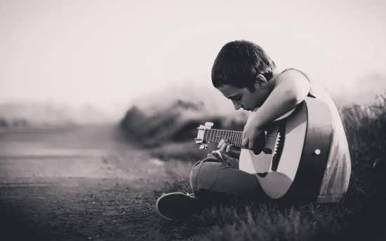 عکس زیبای پسر تنها و عاشق