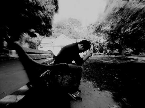 عکس پسر تنهای عاشق و غمگین