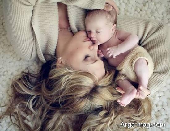 ژست عکس نوزادان و مادر