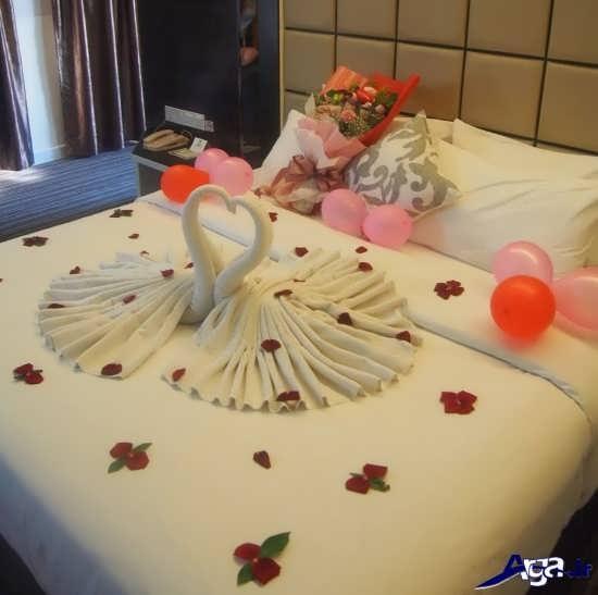 تزیین اتاق خواب عروس با گل های مصنوعی