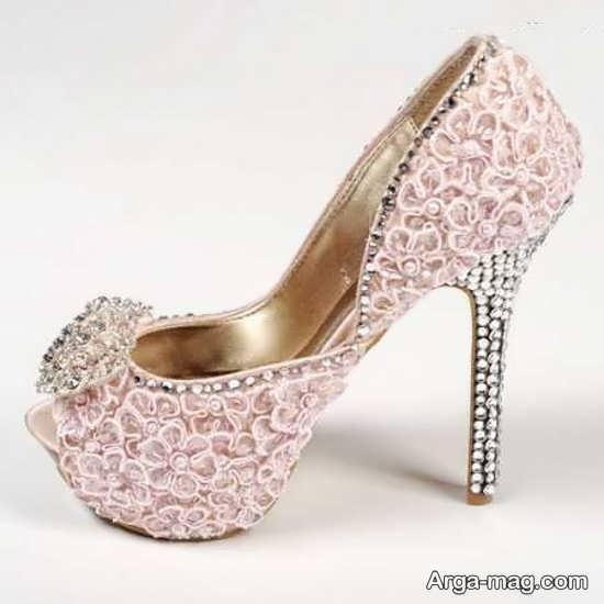 تزیینات ساده کفش عروس