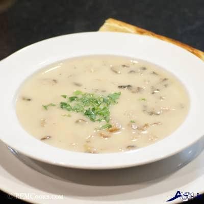 طرز تهیه سوپ قارچ و خامه به سادگی